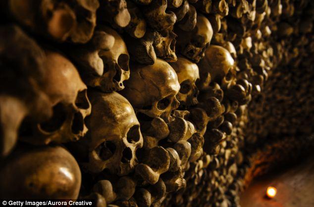 Ανατριχιαστικές εικόνες: Ναός από ανθρώπινα κόκκαλα!!!