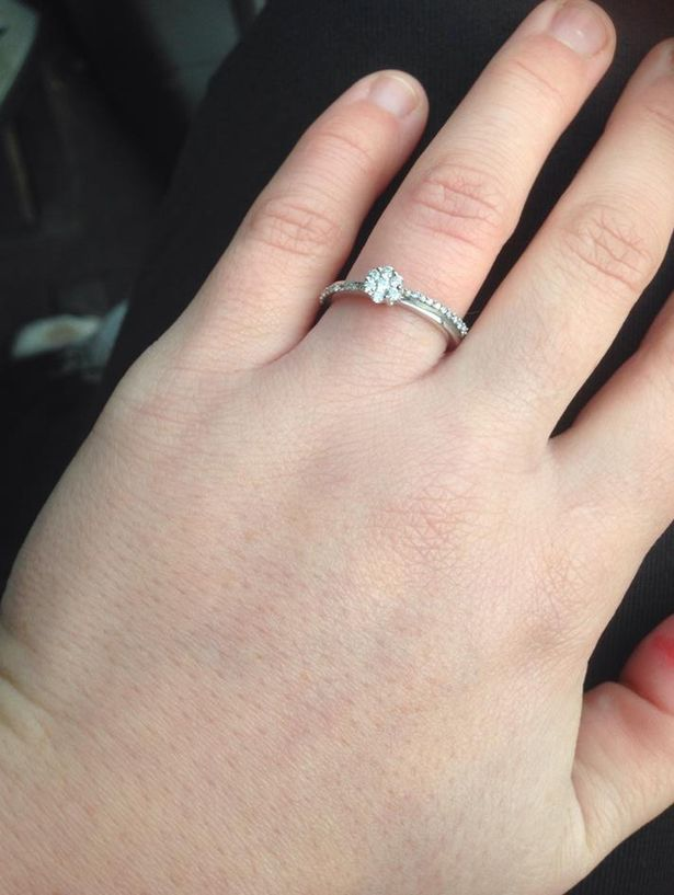 Ουρανοκατέβατο… δαχτυλίδι αρραβώνων! (pics) - Newsbomb - Ειδησεις - News 3492b577ef3