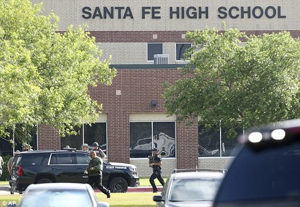 4C670E6400000578 5746301 Santa Fe High School in Texas was on lockdown after a shooter st a 18 1526673602224