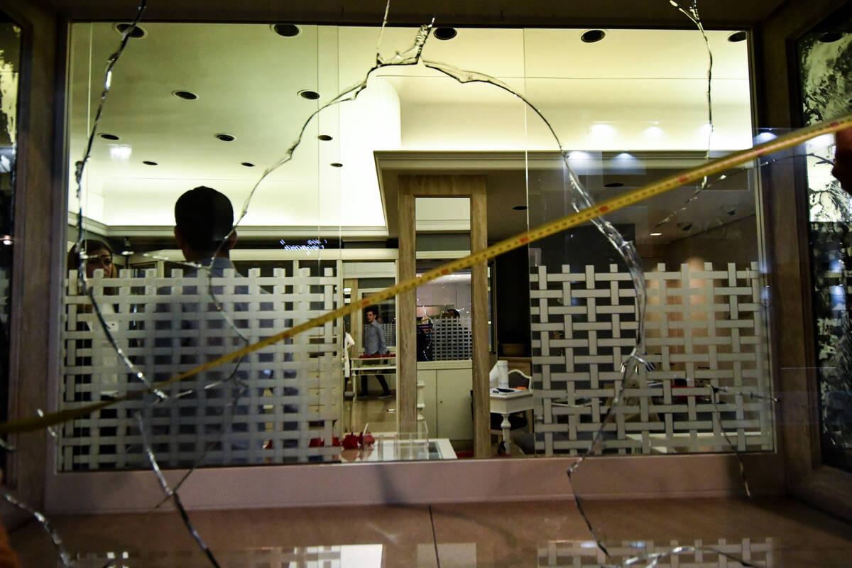 6376d1f5b5 «Γυαλιά - καρφιά» στο κέντρο της Αθήνας